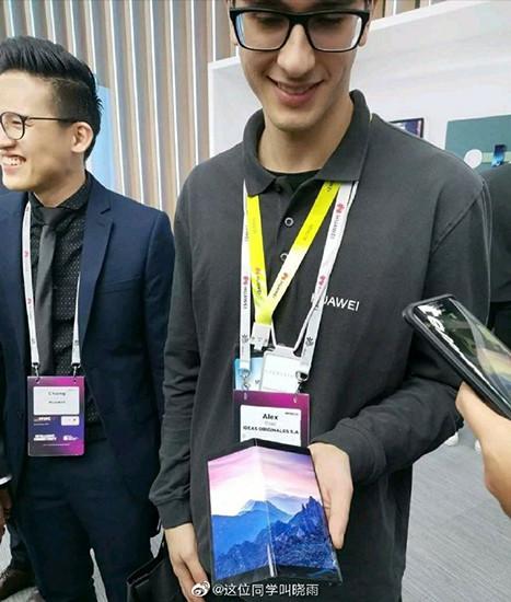 Появилось фото дешевой версии раскладного смартфона Huawei Mate X