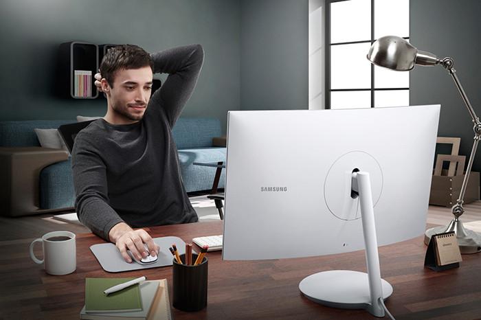 Samsung покажет на CES 2017 изогнутые геймерские мониторы серии CH711