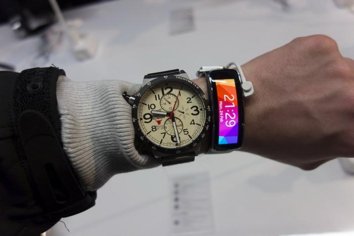 MWC 2014. Фотоотчет о новинках Samsung: Galaxy S5, Galaxy Gear 2 и аксессуары