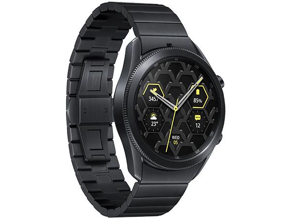 В России начинаются продажи первых умных часов Samsung в корпусе из титана