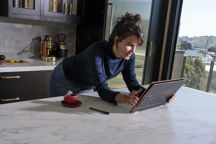 Начинаются российские продажи мощного ноутбука-трансформера HP Spectre x360 15 с «гибридным» процессором Intel Core i7