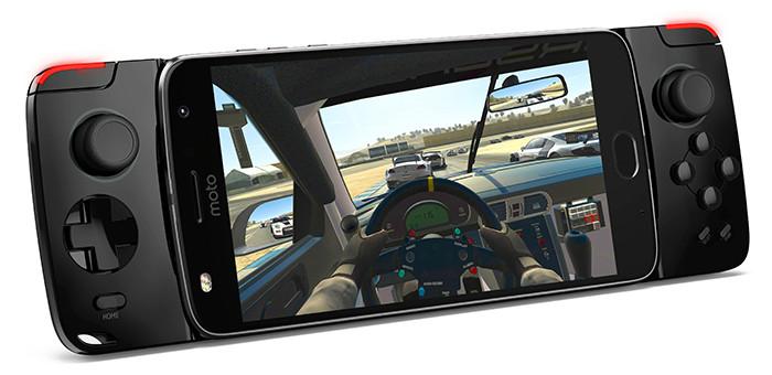 Смартфон Moto Z2 Play с AMOLED-экраном может превращаться в игровую консоль