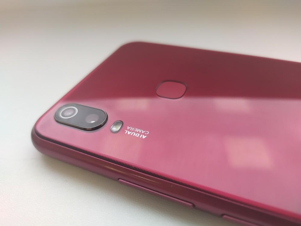 Обзор смартфона Vivo Y11: можно ли получить смартфон с ярким дизайном, хорошей камерой и мощной батареей меньше, чем за 9 тысяч рублей?