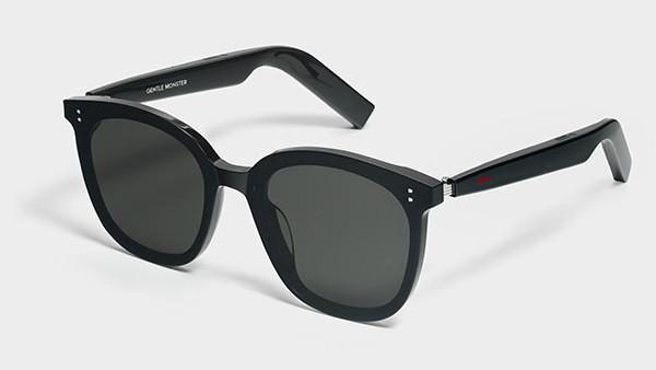 Huawei представила в России необычные очки с функцией наушников