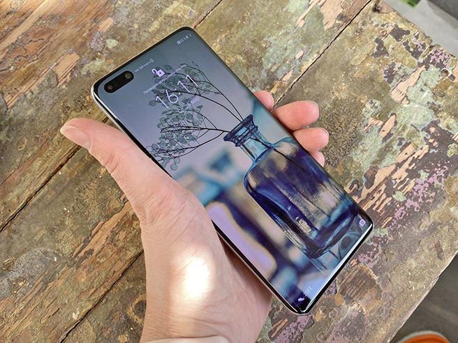 Huawei представляет смартфоны серии P40. Один из них очень компактный, у другого – пять задних камер