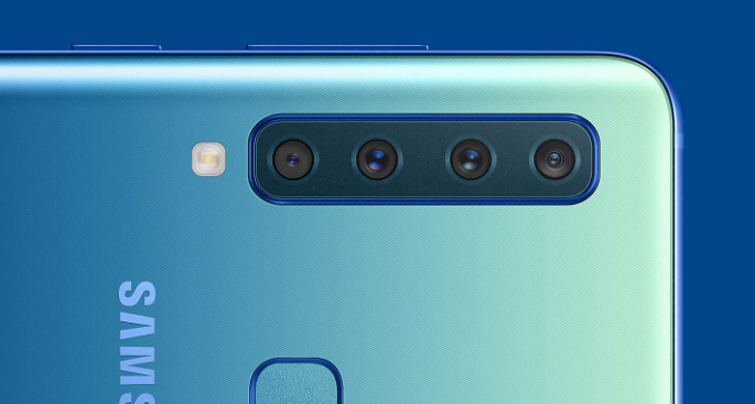 Samsung анонсировала первый в мире смартфон с четырьмя задними камерам