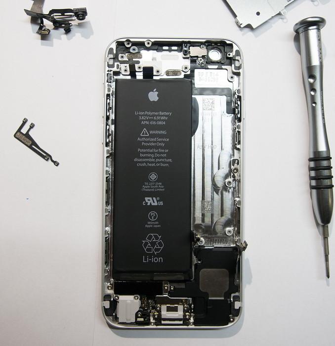 iPhone 6: разбираем в Москве, оцениваем ремонтопригодность и сравниваем с iPhone 5s
